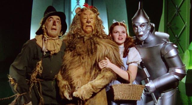 Películas Pregunta Trivia: ¿En qué película Judy Garland tiene por compañeros a un hombre de hojalata y un espantapájaros?