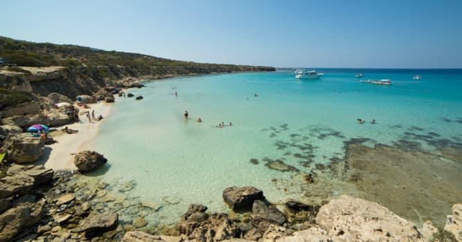 Geografía Pregunta Trivia: ¿En qué país se encuentra el centro turístico costero de Lara Beach?