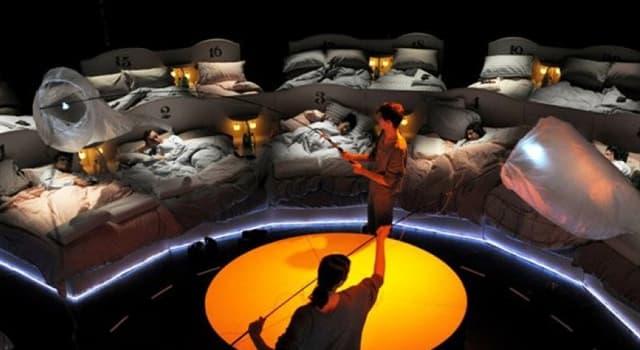 Cultura Pregunta Trivia: ¿Cómo se llamaba el espectáculo del teatro londinense Barbican que ofrecía a los asistentes camas para dormir?