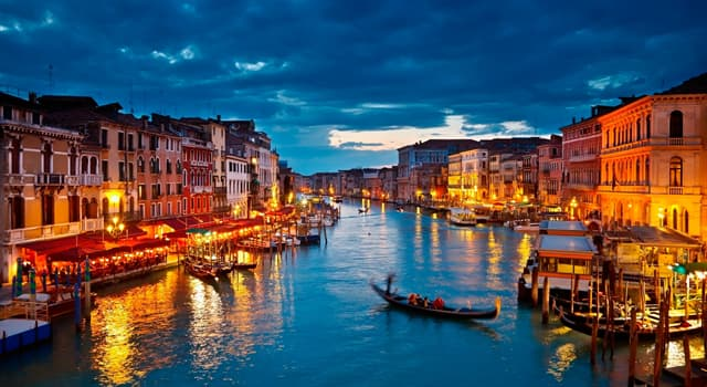 Geografía Pregunta Trivia: ¿Qué ciudad italiana se encuentra sobre un archipiélago de 118 islas pequeñas?