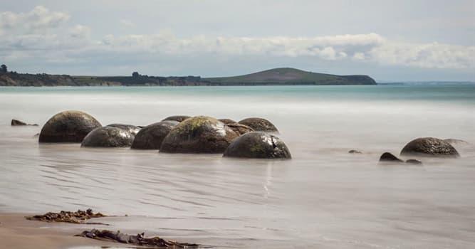 Naturaleza Pregunta Trivia: ¿Qué característica distintiva tiene la playa española de Gulpiyuri?