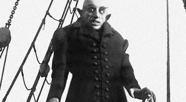 Películas Pregunta Trivia: ¿Qué libro inspiró al director alemán F. W. Murnau para su película Nosferatu (1922)?