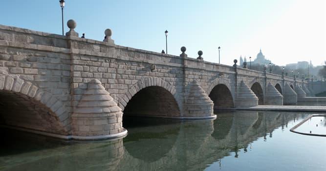 Geografía Pregunta Trivia: ¿Qué río cruza el Puente de Segovia ubicado en España?