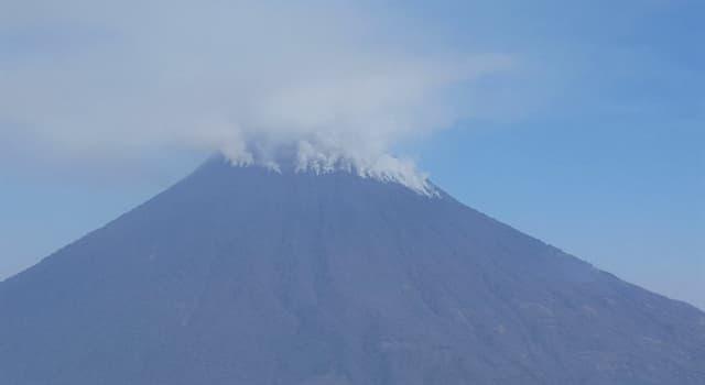 """Geografía Pregunta Trivia: ¿Qué volcán fue conocido por los indígenas como """"Hunahpú""""?"""
