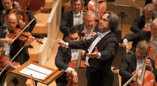 Cultura Pregunta Trivia: ¿Qué usa un director de orquesta para dirigir la actuación de la orquesta?
