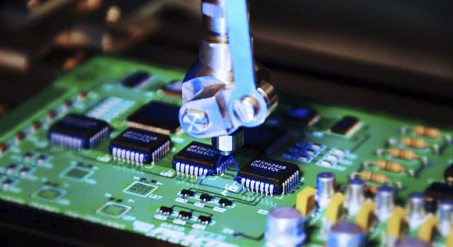 Сiencia Pregunta Trivia: ¿Cómo se llaman los componentes electrónicos que reemplazaron a los triodos en radios y televisores?
