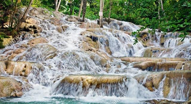 Geografía Pregunta Trivia: ¿En qué lugar desembocan las Cataratas Dunn's River o Dunn's River Falls?
