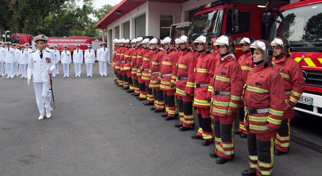 Sociedad Pregunta Trivia: ¿En qué país se creó la primera compañia de bomberos organizada militarmente?