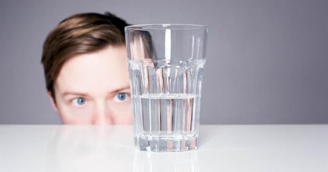Sociedad Pregunta Trivia: De acuerdo a una expresión común acerca de los tipos de personalidad, ¿quién ve el vaso medio lleno?