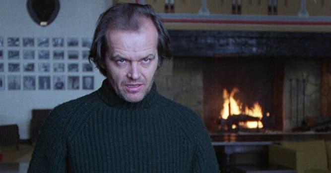 """Películas Pregunta Trivia: ¿En qué lugar se desarrolla la escena en """"El resplandor"""" donde Nicholson persigue a Danny para asesinarlo?"""