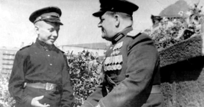 Sociedad Pregunta Trivia: ¿Qué edad tenía Seriozha Aleshkov cuando luchó como soldado en la Segunda Guerra Mundial?