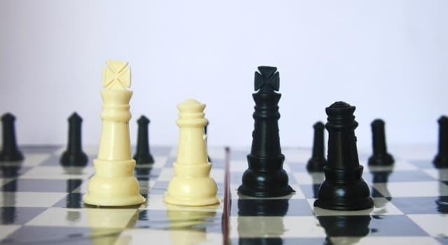 Historia Pregunta Trivia: ¿Qué compañía diseñó y desarrolló la primera computadora capaz de jugar ajedrez contra un oponente humano?