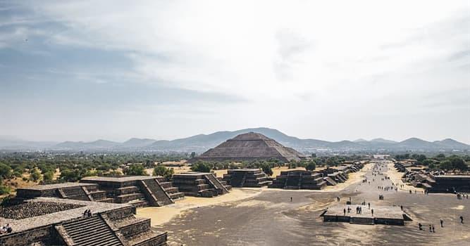 Історія Запитання-цікавинка: Хто керував імперією ацтеків, коли іспанські загарбники почали своє завоювання?