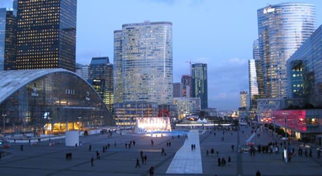 Cultura Pregunta Trivia: ¿Qué parte del cuerpo representa la escultura de Baldaccini ubicada en La Défense de París?