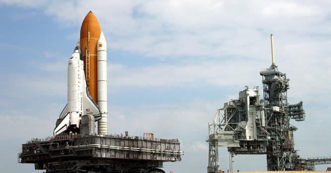 Наука Вопрос: Сколько российских космонавтов летало на американских шаттлах?