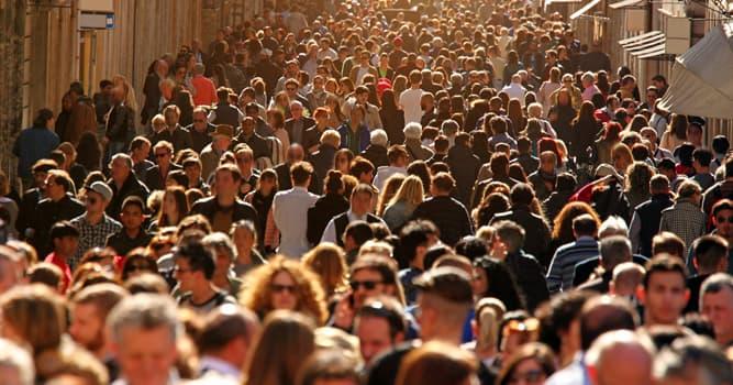Gesellschaft Wissensfrage: Wie heißt die Angst vor weiten Plätzen oder Menschengedrängen?