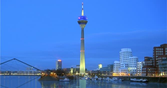 Geografía Pregunta Trivia: ¿Cuántos metros de altura tiene la Torre del Rin?