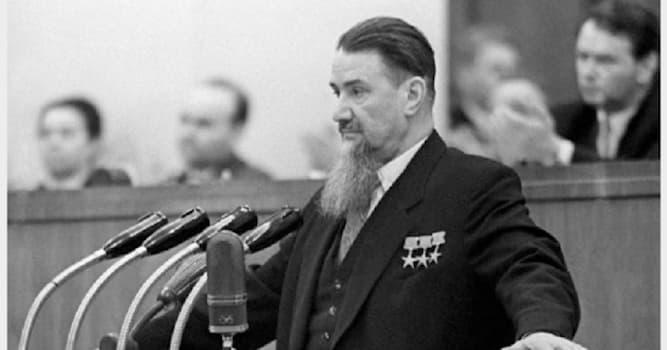 Культура Вопрос: Аэропорт какого города носит имя Игоря Курчатова?
