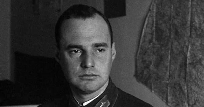 Культура Вопрос: Аэропорт какого города носит имя Василия Тихонова?