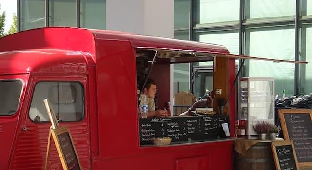 Общество Вопрос: Как называется фургон или автомобильный прицеп, оборудованный для приготовления, хранения и продажи еды?