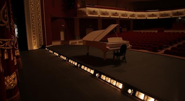 Культура Вопрос: Как называется театральная осветительная аппаратура, служащая для освещения передней части сцены?
