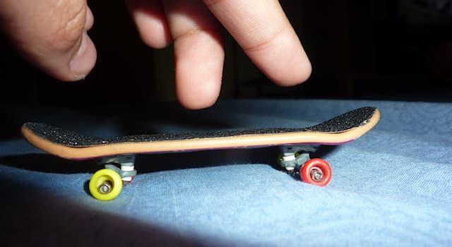 Спорт Вопрос: Как называется уменьшенная копия скейтборда для катания на пальцах и выполнения трюков, идентичных скейтборду?