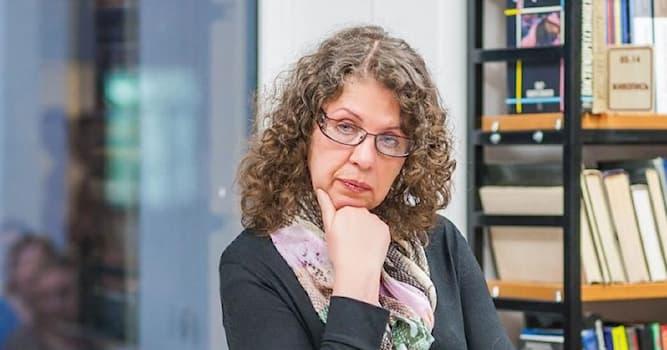 Культура Вопрос: Какая настоящая фамилия у российского писателя, автора произведений детективного жанра Александры Марининой?