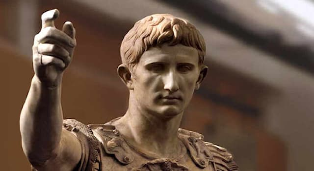 История Вопрос: Какой месяц был назван в честь римского императора Октавиана?