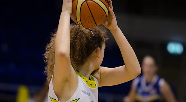 """Спорт Вопрос: Кого из перечисленных спортсменок называют """"матерью женского баскетбола""""?"""