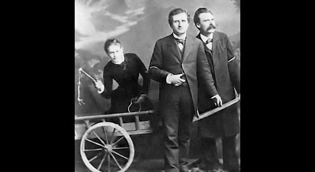 Культура Вопрос: Кто на фото погоняет повозку, в которую впряжены Пауль Ре и Фридрих Ницше?