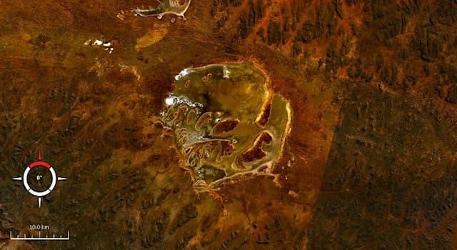 География Вопрос: На территории какой современной страны расположен ударный кратер Акраман?