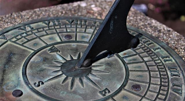 История Вопрос: Со времени появления какого типа часов в Древнем Риме началось разделение суток на часы?