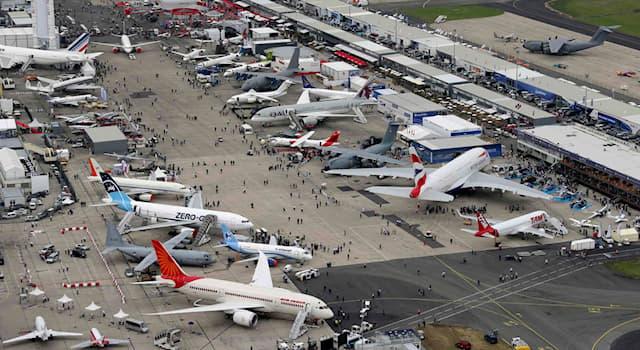 География Вопрос: В каком аэропорту Парижа регулярно проводится международный авиационно-космический салон (МАКС)?