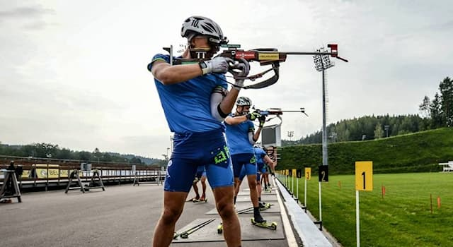 Спорт Вопрос: В каком году впервые были проведены международные соревнования по летнему биатлону?