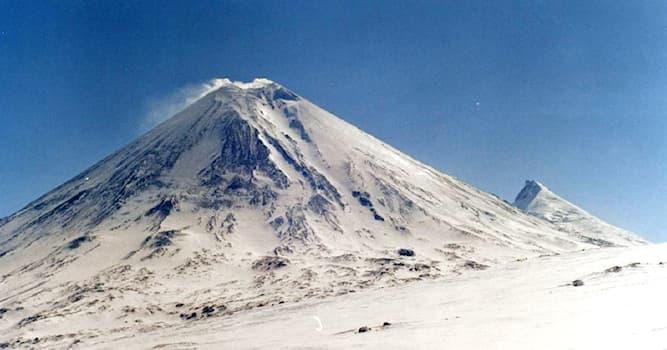 География Вопрос: В каком регионе России находится горная вершина Ключевская Сопка?