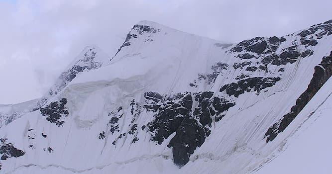 География Вопрос: В каком регионе России находится горная вершина пик Есенина?