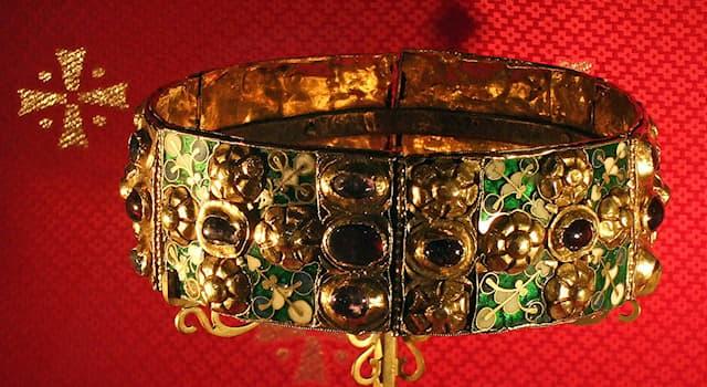 История Вопрос: Зачем, по преданию, внутрь золотой короны Ломбардии (568—774 гг.) был вставлен узкий железный обруч?