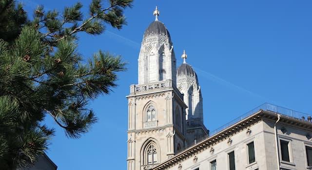Культура Вопрос: Гросмюнстер — одна из трех важнейших, наряду с Фраумюнстер и церковью святого Петра, церквей какого города?
