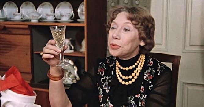 Кино Вопрос: Кадр из какого советсткого художественного фильма с участием актрисы Евгении Ханаевой изображён на фото?