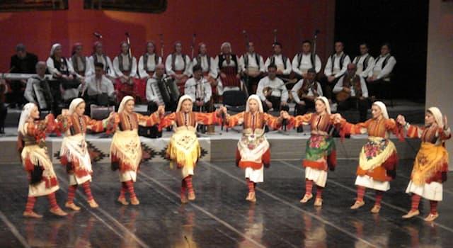 Культура Вопрос: Как называется народный танец-хоровод у многих народов мира?