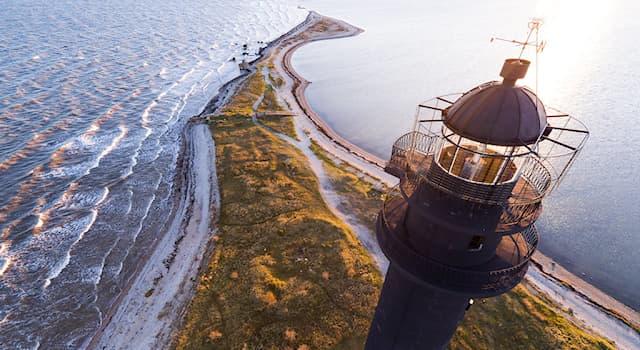География Вопрос: Как называется самый большой остров Эстонии?