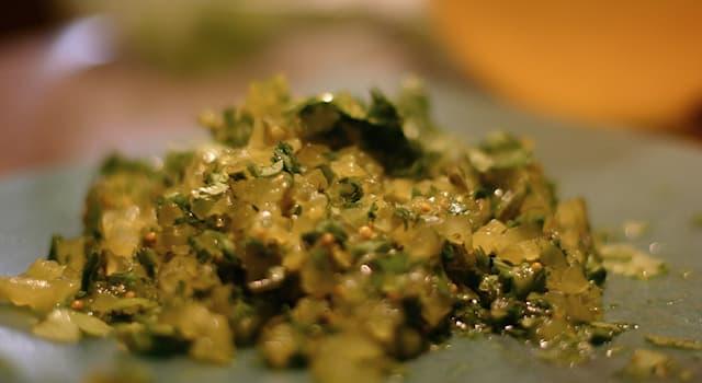 Общество Вопрос: Как называется соус, приготовленный из маринованных или нарезанных овощей или фруктов?