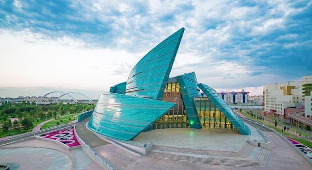 """Общество Вопрос: Как жители Нур-Султана называют Центральный концертный зал """"Цветок пустыни""""?"""