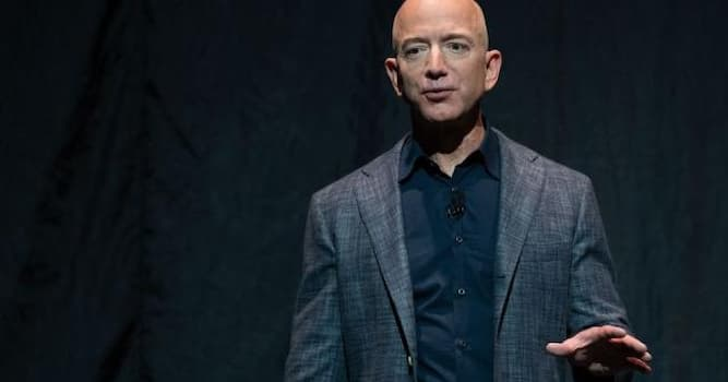 Общество Вопрос: Как зовут основателя компании Amazon?