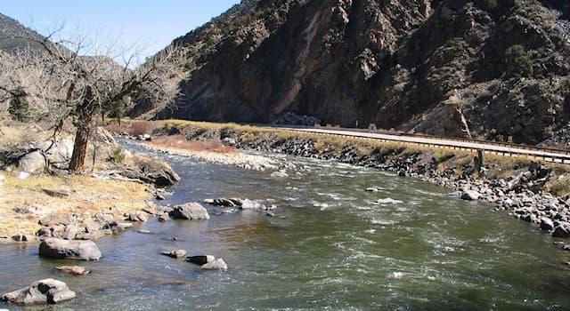 География Вопрос: Какая из перечисленных рек протекает на территории США?