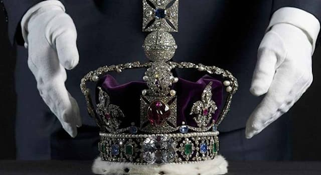 Общество Вопрос: Какая птица считается символом Британской монархии?