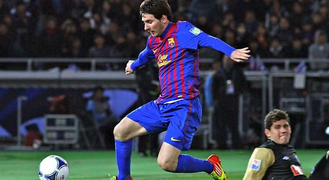 Спорт Вопрос: Какой футболист становился обладателем испанской награды Приз Ди Стефано рекордные семь раз?