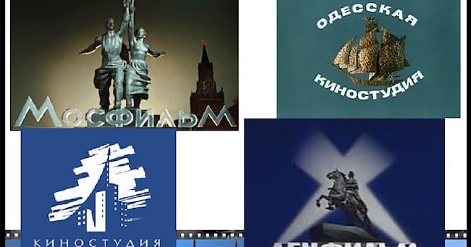 Кино Вопрос: Какой военный фильм в советских кинотеатрах за прокатный год посмотрело наибольшее количество зрителей?