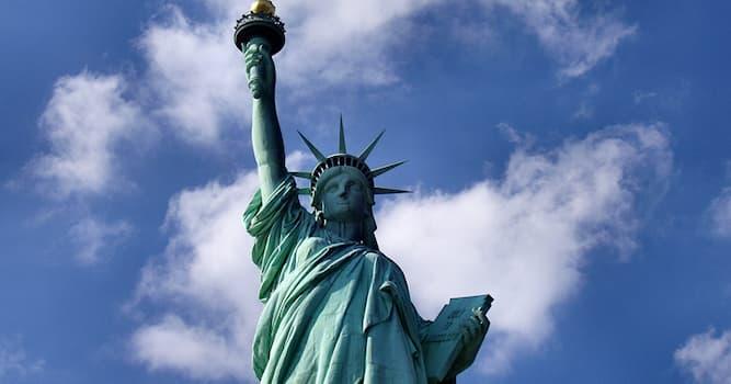 Культура Вопрос: Какого цвета изначально была Статуя Свободы?