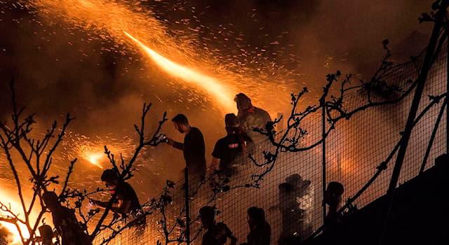 """Культура Вопрос: Кого или что ежегодно """"обстреливают ракетами"""" жители маленького греческого города Врондадос на Пасху?"""